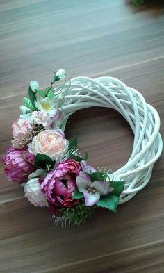 Mesh Wreaths, Dyi, Flower Arrangements, Things To Do, Floral Wreath, Curtains, Flowers, Home Decor, Wreaths