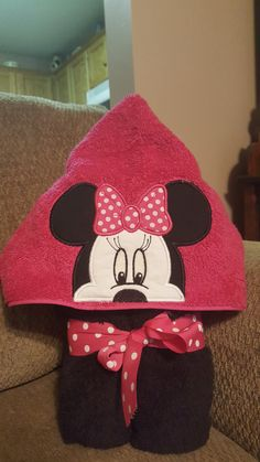 Girl Mouse hooded towels are perfect for wrapping up after a bath, pool or on the beach, Hot Pink hood and Black bath towel. Any child would