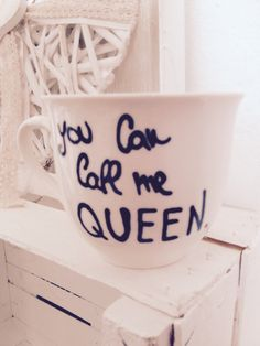 Tazza mug in porcellana dipinta a mano da me. Lavabile in lavastoviglie. € 9