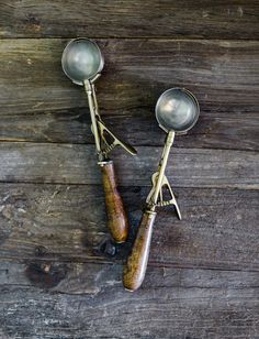 A collection of vintage farmhouse decor from all over the world! Shop the best farmhouse decor! French Farmhouse Decor, Modern Farmhouse Kitchens, French Country Decorating, Vintage Ice Cream, Vintage Champagne, Vintage Shops, Vintage Antiques, Avenue Shops, Ice Cream Scooper