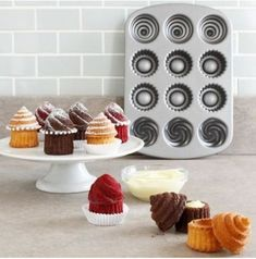 Oh lawdy I have got to have one of these pans!!! I mean, would you like your icing inside or on top?