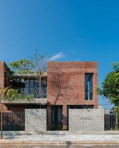 Modern Architecture House, Facade Architecture, Residential Architecture, Small Japanese House, Japanese Style House, Brick Facade, Facade House, Indian House Exterior Design, Modern Brick House