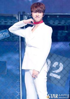 Chained up Aegyosal Asian Man Haircut, Ken Vixx, Lee Jaehwan, Jung Taekwoon, Jellyfish Entertainment, Lady And Gentlemen, Kpop Boy, Haircuts For Men, Asian Men