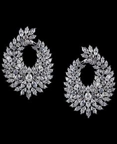Diamond and Platinum Earrings Antique Jewellery Designs, Gold Earrings Designs, Antique Jewelry, Ear Jewelry, Bridal Jewelry, Jewelery, Jewelry Accessories, Jewelry Store Design, Indian Jewelry Sets