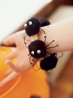 Make a DIY Spider Bracelet and Earrings for the kids. #Halloween #Accessories