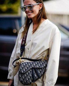40 Fashion Week Looks Dior bag. 40 Fashion Week Streetstyle Looks Street Style Outfits, Looks Street Style, Street Style Trends, Looks Style, Looks Cool, Womens Fashion Online, Latest Fashion For Women, Zapatillas Louis Vuitton, Dior Saddle Bag