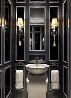 glam powder room VINTAGE & CHIC: decoración vintage para tu casa [] vintage home decor: Cómo iluminar un baño (y una de aseos negros) [] Bathroom lighting (and gorgeous powder rooms) - hearty-home.com