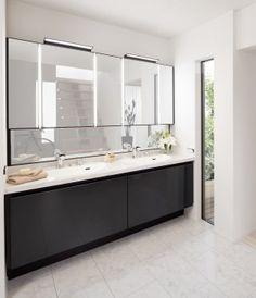 LIXILの洗面化粧台「ルミシス」は、ミラーもキャビネットもカウンターも、壁から壁へピッタリサイズのオーダーが可能 Bathroom Lighting, Vanity, Mirror, Furniture, Home Decor, Bathroom Light Fittings, Dressing Tables, Bathroom Vanity Lighting, Powder Room