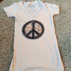 Nordstrom/ Neumann Marcus floral peace sign tee Casual and adorable Neiman Marcus Tops