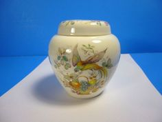 """VICTORIA FINE BONE CHINA GINGER JAR HANDCRAFTED IN ENGLAND 4""""Tall x 4""""Wide"""