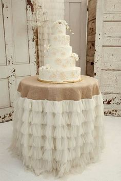 rustic wedding cake idea | rustic wedding cake table decor