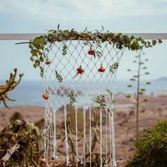 Das war schon vor Jahren unsere Boho Chic Deko bei der Hochzeit von Swenja und Joshua. Und bis heute ist sie in.... nicht schlecht;) ⠀⠀⠀⠀⠀⠀⠀⠀⠀ ich liebe immernoch Makramees!  #Regram via @www.instagram.com/p/B-eCWJhHtYb/ Hippie Chic, Boho Chic, Wedding Ceremony Decorations, Wedding Venues, Andalusia, Plant Hanger, Wedding Designs, Real Weddings, Macrame