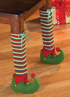 Meias natalinas para as pernas das mesas!