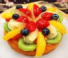 ぐるなび - チーズケーキファクトリー&コーヒー :季節のフルーツをふんだんにのせたベイクドです