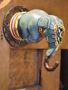 Elephant door handle or is it a wall hook? Door Knobs And Knockers, Knobs And Handles, Door Handles, Cool Doors, Unique Doors, Architecture Unique, Door Detail, Door Accessories, Door Furniture