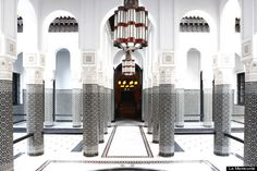 Spa La Mamounia is the ultimate in day spa luxury. Set in a palatial 2,500 square metre space the spa includes pools, spas, steam rooms and vast treatment spaces surrounded by breathtaking M...