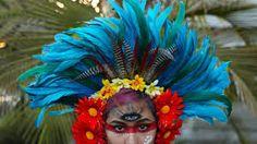 Indian Headdresses from Different Tribes – Indian Headdress - Novum Crafts Aztec Headdress, Flower Headdress, Headpiece, Mardi Gras Costumes, Diy Costumes, Carnival Costumes, Salon Art, Fantasy Hair, Fantasy Makeup