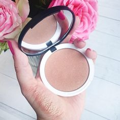 Feel sunny on the outside, too, with our gorgeous Bronze Illuminator – your secret to healthy radiance, whatever the weather. #bronzer #mua #lilylolo #bbloggers #illuminator #makeup #beauty