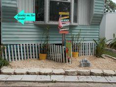 Curb appeal..., a little beach garden! Browse all coastal garden ideas: http://www.completely-coastal.com/search/label/Coastal%20Gardens