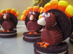 Turkey Cookies. These would look cute at a each table setting on the children's table.
