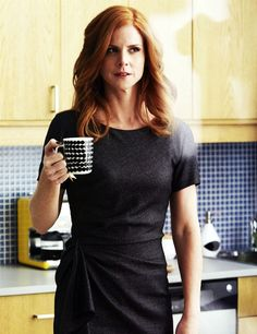 Donna Paulsen, I love the skeptical expression Suits Serie, Suits Tv Series, Suits Tv Shows, Office Fashion Women, Work Fashion, Donna Suits, Donna Paulsen, Sarah Rafferty, Suits Usa