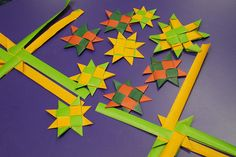 Matariki star weaving at Hornby Flax Weaving, Paper Weaving, Art Ideas For Teens, Crafts For Teens, Teen Crafts, Polynesian Art, Polynesian Islands, International Craft, Weaving For Kids