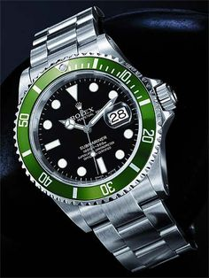montre lunette verte submariner 16610 copyright rolex http://lovetime.fr/2013/04/17/rolex-story-la-submariner-cette-legende/