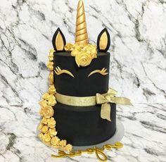 einhorn torte hier ist ein schwarzes einhorn mit einer goldenen mähne und einem horn