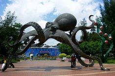The World's largest octopus sculpture at the entrance of Underwater World Xiamen