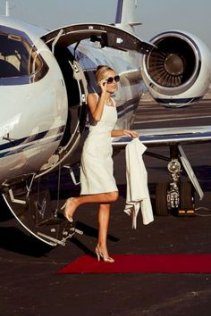 Glamour · luxury living · luxe life · jet set · promis · dresscode · does distance prove to be an issue in case of millionaire dating? Jet Set, Fashion Line, Love Fashion, Fashion Blogs, Fashion 2018, Latest Fashion, Girl Fashion, Fashion Trends, Jet Privé