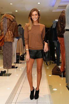 Joana Freitas Me As A Girlfriend, Portuguese, Star Fashion, Girlfriends, Stars, Chic, Easy, Summer, Sweaters