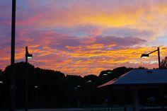 テニスしてたら夕焼けが綺麗だったので