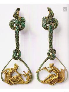 Lalique 1900-02 Pair of Ear Pendants: gold/ enamel. Lalique Museum, Hakone, Japan. Source: René Lalique - Exceptional Jewelry 1890-1912