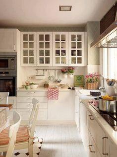 Trendy kitchen cabinets green and white Country Kitchen, New Kitchen, Kitchen Dining, Kitchen Decor, Kitchen White, Kitchen Ideas, Cozy Kitchen, Kitchen Layout, Vintage Kitchen