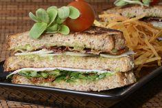Sandwich club Julius http://www.canalcocina.es/receta/sandwich-club-julius