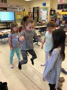 Active Indoor Recess - Action for Healthy Kids Physical Education Teacher, Physical Activities, Fitness Backgrounds, Fitness Courses, Student Volunteer, Parent Volunteers, Indoor Recess, School Schedule, Classroom Setting