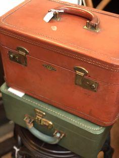 Train case & small travel case Dealer 10 Vintage Luggage, Train Case, Mall, Fun, Travel, Fin Fun, Footlocker, Viajes, Destinations
