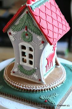 Woodland gingerbread house by Sayitwithginger