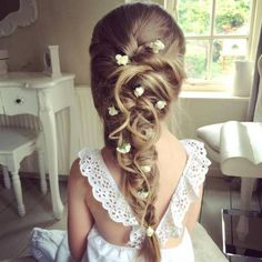 Coiffure petite fille communion - Newest Jewelry Models Flower Girl Hairstyles, Princess Hairstyles, Braided Hairstyles Updo, Little Girl Hairstyles, Trendy Hairstyles, Beautiful Hairstyles, Braided Updo, Pixie Hairstyles, Hairstyle Ideas