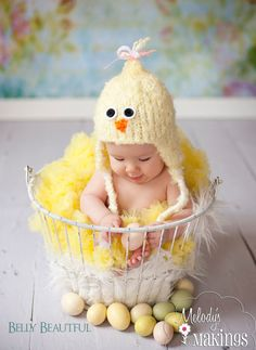 Chick Hat Knitting Pattern 6 Sizes Included by MelodysMakings on Etsy Easter Pictures, Baby Pictures, Baby Boy Photos, Baby Patterns, Crochet Patterns, Newborn Baby Photography, Baby Chicks, Baby Boy Newborn, Photo Backdrops