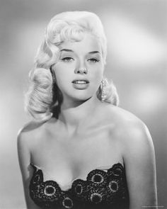 Diana Dors #hollywood #classic #actresses #movies