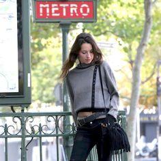 La mode des Parisiennes !! nicolasvillani.fr #parisienne #parisianstyle #allure #tendancemode #créateurmode #fashionstore #modefemme #pullfemme #femme #élégance #savoirfaire #créationparis #paris #atelierparis #stylisme #modélisme #modeparisienne #madeinitaly #fashion #fashioncreator #fashiondesigners