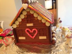 Chocolate house Chocolate House, Chocolate Gifts, Christmas Treats, Christmas Decorations, Candy House, Craft Club, Gingerbread Houses, Cake Ideas, Sweets
