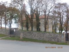 Hay la iglesia de San Bartolomé.