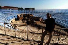 """Un moment de la sèrie documental """"Ingeniería romana"""", de La 2 de TVE, reconstrucció virtual de l'amfiteatre. / Fotograma: ©Pere Toda-Vilaniu Comunicació — a Teatre Tarragona."""