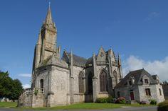 Notre-Dame de Quelven situé dans la commune de Guern domine le paysage de ses 70 mètres de haut. Elle fut construite vers 1476 dans un style gothique flamboyant.