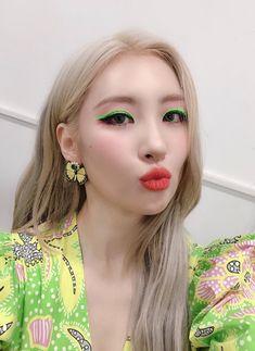 """""""sunmi matching her makeup with her outfits ! Makeup Inspo, Makeup Inspiration, Beauty Makeup, Eye Makeup, Hair Makeup, Kpop Girl Groups, Korean Girl Groups, Kpop Girls, I Love Girls"""