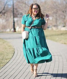 How to wear green - Sandra in a green dress   40plusstyle.com