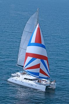 idea! a Lagoon 500 catamaran for 5 stars sailing vacations in Greece...