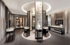 Van Cleef & Arpels : nouvelle adresse à Cannes sur La Croisette Boutique Interior, Shop Interior Design, Retail Design, Luxe Boutique, Boutique Design, Jewellery Shop Design, Jewellery Showroom, La Croisette, Hermes
